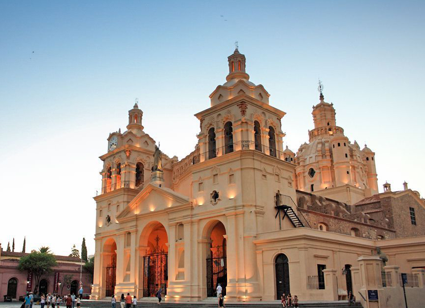http://www.hotelsussexcba.com.ar/wp-content/uploads/2015/09/Catedral-de-Córdoba-3.jpg