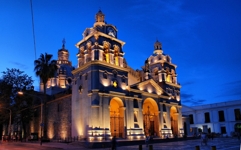 http://www.hotelsussexcba.com.ar/wp-content/uploads/2015/09/area-capital-iglesia-catedral.jpg